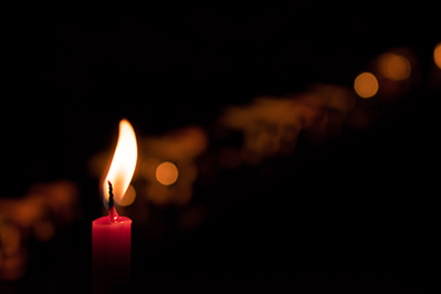 single lite candle in memorial