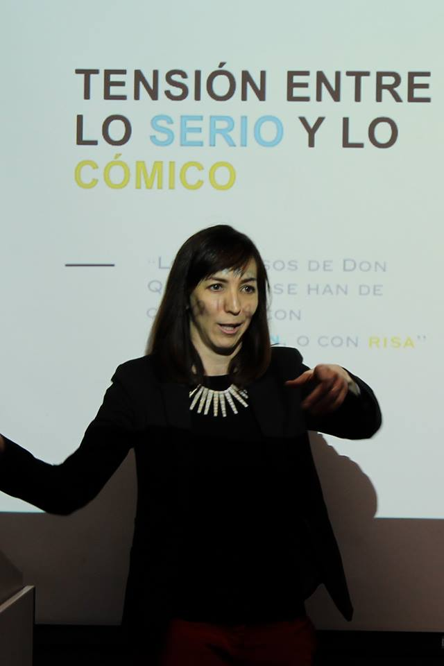 Ángeles Fernández Cifuentes speaking to a class