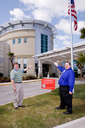 Jim Owen and John Yancey outside UNF Hall, where One-Stop Student Services and the Office of Admissions will be moving to during Spring Break. Photo by Mario Peralta
