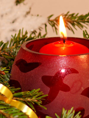 A photo of a festive holiday candle