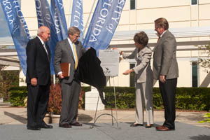 Ann and David Hicks unveil the honorary plaque that will adorn Hicks Hall as Bruce Taylor and President John Delaney look on (Photo by Dennis Ho).
