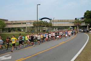 Hundreds of students and community members ran this year's Swoop the Loop 5K (photo courtesy of Student Government).