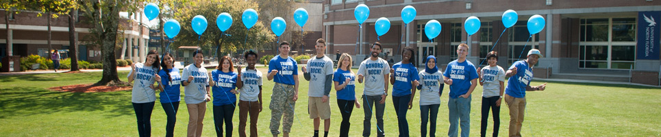 Students in Honors t-shirts holding blue balloons