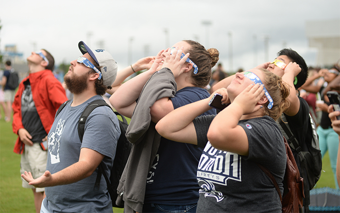 UNF students watch solar eclipse on campus