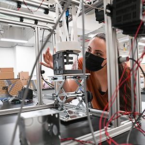 UNF engineering student works in an advanced manufacturing lab on campus