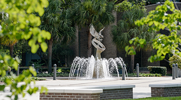 Campus beauty photo featuring the Osprey Fountain